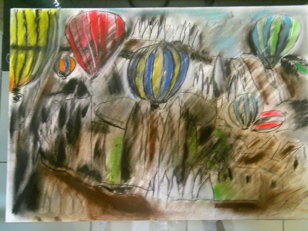 Balões com relevos ao fundo